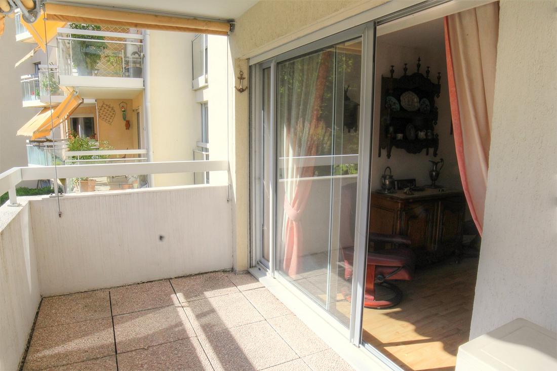 appartement t3 en r sidence senior n mes jardins de la fontaine. Black Bedroom Furniture Sets. Home Design Ideas